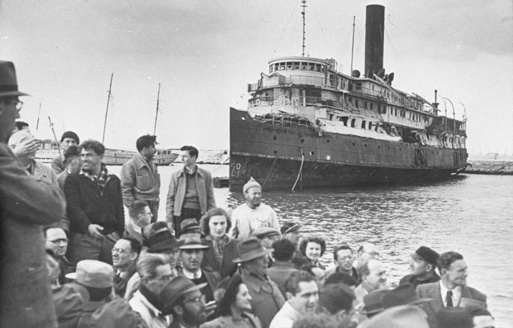 New arrivals disembarking in Palestine in July 1947