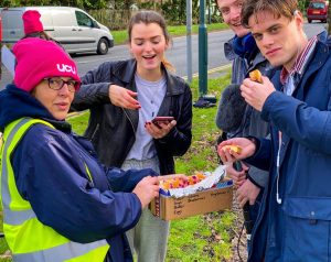 Students bring cake to pickets