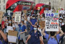 Nurses marching in London to demand a pay rise