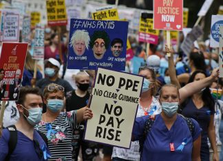 Nurses protest over pay in London