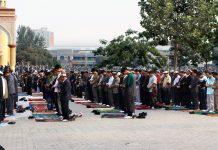 Worshipers in Kashgar, Xinjiang. Keywords: Xinjiang China Muslims Uighers Uyghers oppression