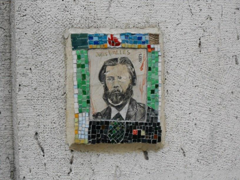 A ceramic portrait of Jules Vallès